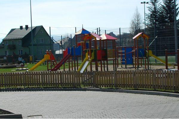 Remont placu zabaw w Łukowicy
