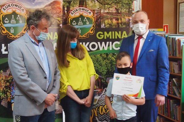 """Wyróżnienia i nagrody dla laureatów konkursu ekologicznego """"Słowem tworzę"""""""
