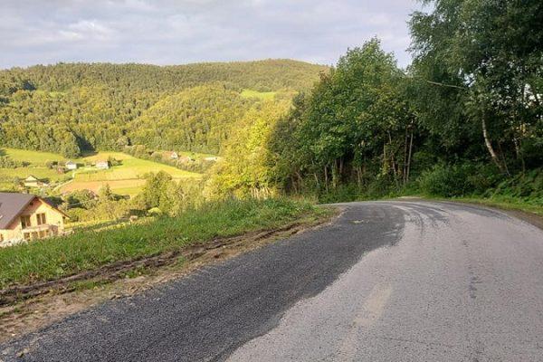 Poprawione pobocza na drodze Roztoka-Młyńćzyska