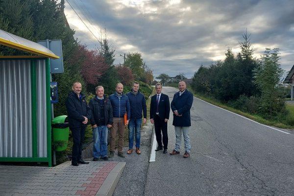 Podpisanie umowy i przekazanie placu pod przebudowę drogi powiatowej w Stroniu